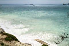 背景海运天波 山和船的看法 有俄国多小山乡下的暑假地方的 库存照片