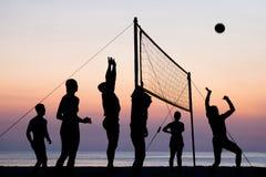 背景海滩查出的排球白色 库存照片