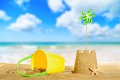 背景海滩沙堡海运 免版税图库摄影