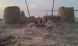 背景海滩沙堡海运 免版税库存图片