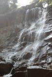 背景瀑布岩石 瀑布自然 汽车城市概念都伯林映射小的旅行 免版税库存图片