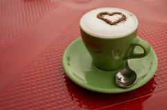背景热奶咖啡咖啡杯查出的路径白色 免版税图库摄影