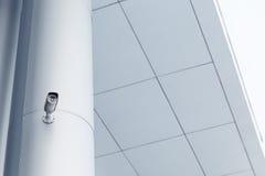 背景照相机cctv高例证查出质量白色 照相机概念证券监视墙壁 私有财产保护 免版税库存图片