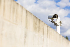 背景照相机cctv高例证查出质量白色 照相机概念证券监视墙壁 免版税图库摄影