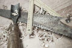背景特写镜头少量金属螺丝用工具加工空白工作 库存图片
