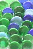 背景玻璃大理石被回收的玩具 免版税库存照片