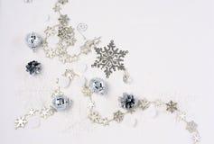 背景球明亮的圣诞节装饰结构树白色 图库摄影
