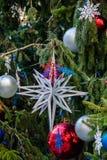 背景球明亮的圣诞节装饰结构树白色 免版税图库摄影