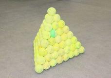 背景球鲜绿色的同类的位置更多一网球 图库摄影
