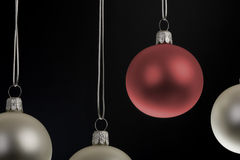 背景球黑色圣诞节停止的红色 库存照片