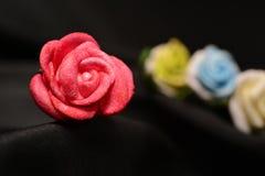 背景瓣玫瑰色玫瑰华伦泰婚礼 免版税库存图片