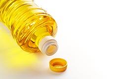 背景瓶查出的油塑料菜白色 库存图片