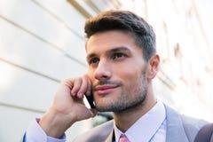 背景生意人愉快的查出的电话联系的白色 图库摄影