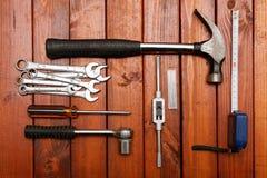 背景用工具加工木头 免版税库存照片