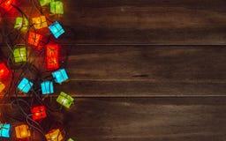 背景电灯泡圣诞节defocused图象光 圣诞快乐& x28; xmas& x29;并且愉快的ne 免版税库存图片