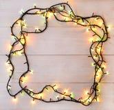 背景电灯泡圣诞节defocused图象光 在光wo的假日发光的诗歌选 免版税库存图片