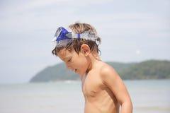 背景男孩潜水屏蔽海运 库存照片