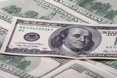 背景的一百元钞票 免版税库存图片