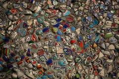 背景的不可思议的五颜六色的东部瓷碎片 库存图片