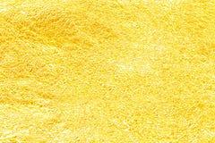 背景的发光的黄色叶子金箔纹理 折痕 库存图片