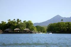背景的尼加拉瓜湖一座活火山康塞普西翁角 库存图片