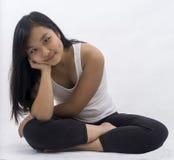 背景的思考逗人喜爱的亚裔的女孩 库存图片