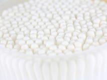 背景的抽象米色棉花球 免版税库存图片