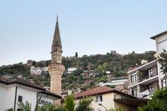 背景的清真寺Alania,土耳其2013年9月12日 库存照片