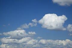 背景的美丽的云彩 免版税库存照片