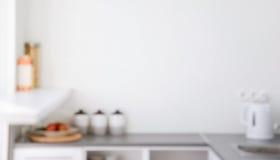 背景的被弄脏的厨房内部 库存图片