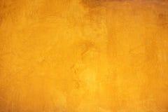 背景的黄色粒状墙壁表面纹理 库存照片