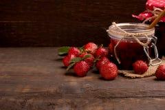 背景看板卡问候堵塞页草莓模板普遍性万维网 图库摄影