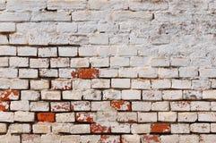 背景砖坏的脏的老墙壁 图库摄影