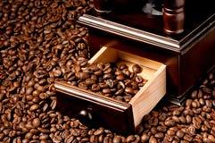 背景磨咖啡器查出的白色 库存照片