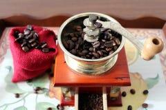 背景磨咖啡器查出的白色 库存图片