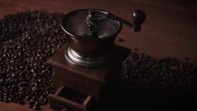 背景磨咖啡器查出的白色 股票视频