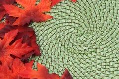 背景秋天叶子槭树柳条 免版税库存照片