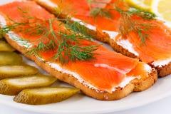背景空白查出的三文鱼的三明治 免版税图库摄影