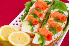 背景空白查出的三文鱼的三明治 图库摄影