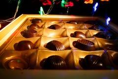 背景糖果巧克力切开查出的白色 库存照片