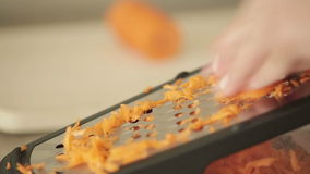 背景红萝卜食物磨丝器现有量藏品厨房工作室菜白色 股票视频