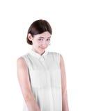 背景纵向红色害羞的妇女年轻人 俏丽的女孩,隔绝在白色背景 一件时髦的白色女衬衫的一位可爱和逗人喜爱的女性 库存图片