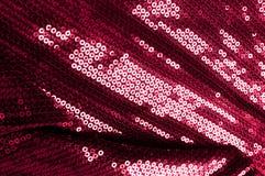 背景纹理,样式 与paillettes的布料红色褐紫红色 免版税库存图片