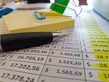 背景绘制财务oer笔报表白色 库存照片