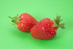 背景绿色草莓二 免版税库存照片