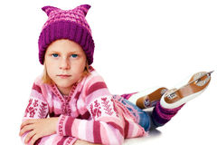 背景美丽的冷去的冰查出轻的自然滑冰的白人妇女 小女孩坐在滑冰的冰 Isol 免版税图库摄影
