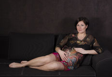 背景美丽的妊妇 免版税库存图片