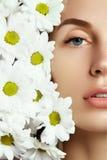 背景美丽的秀丽表面女性女花童皮肤感人的白人妇女年轻人 免版税库存图片