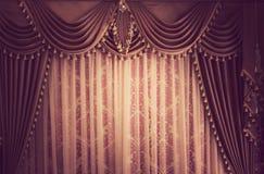 背景美丽的窗帘葡萄酒 库存图片