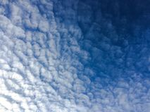 背景美丽的蓝色覆盖天空 覆盖天空 与云彩天气自然云彩蓝色的天空 蓝色覆盖天空星期日 库存图片
